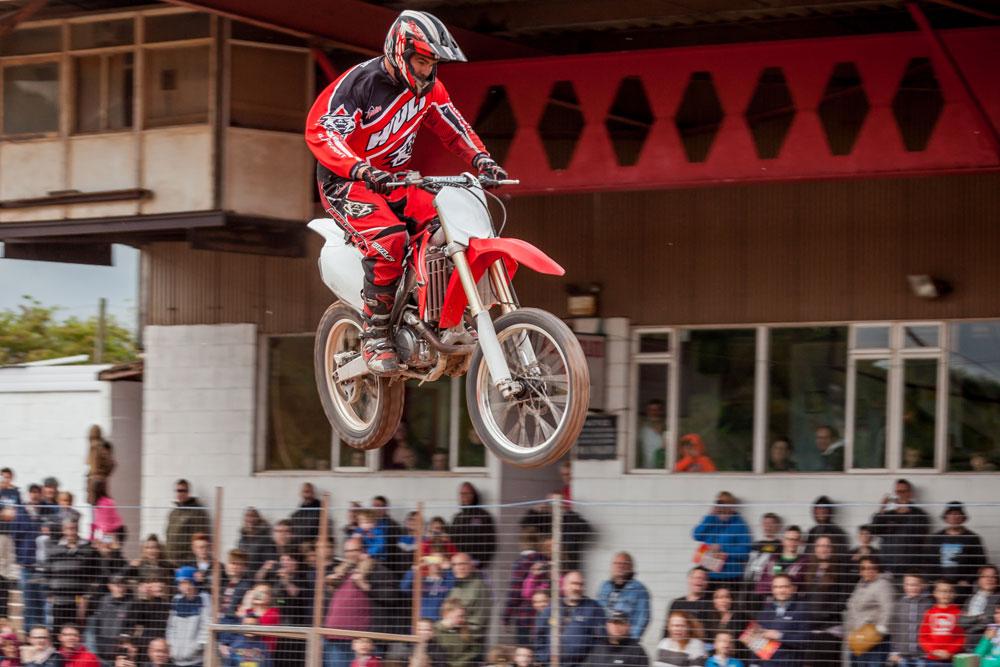 Motorbikes Amp Quads Scott May S Daredevil Stunt Show