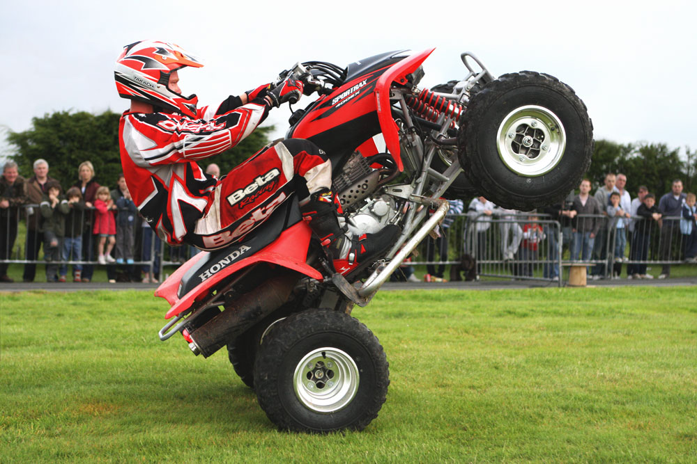 motorbikes quads scott mays daredevil stunt show