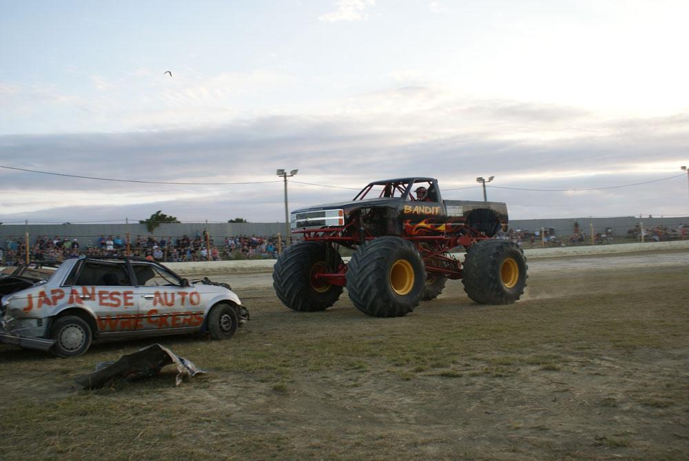 Bandit Monster Truck: Scott May's Daredevil Stunt Show